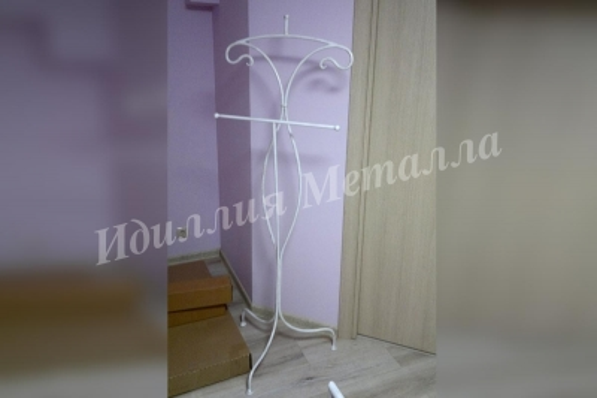 Кованая напольная вешалка VESH-049