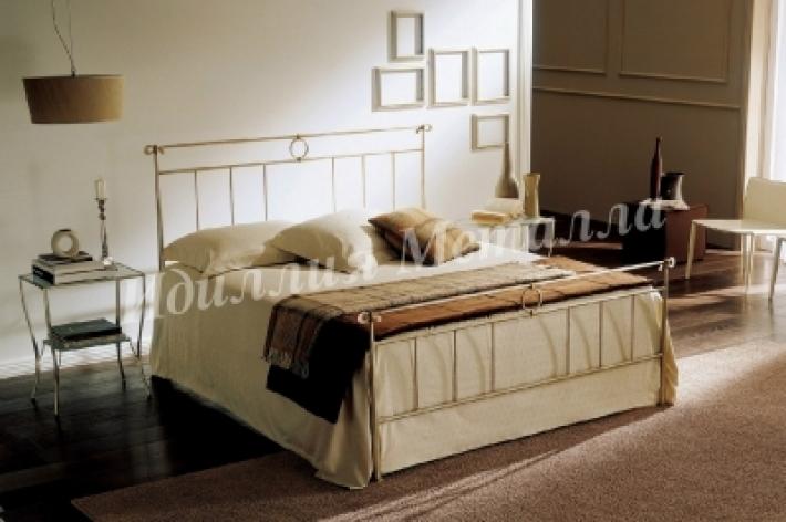 Кровать двуспальная с кованым изголовьем 089