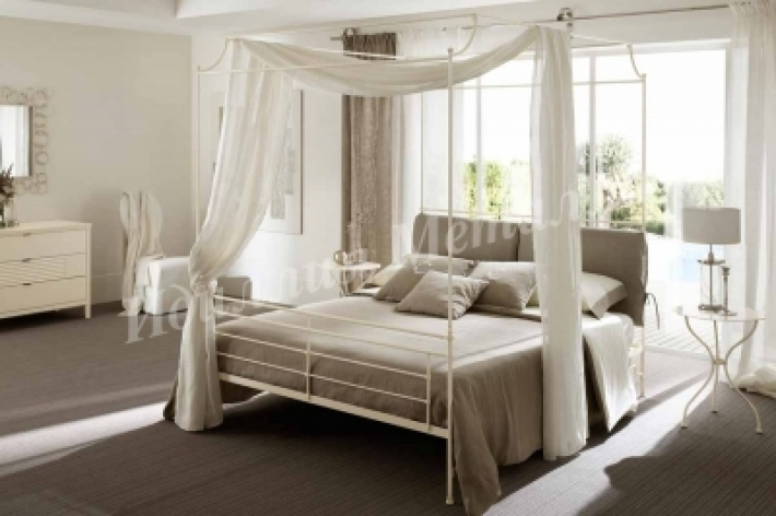 Кровать с балдахином B-056
